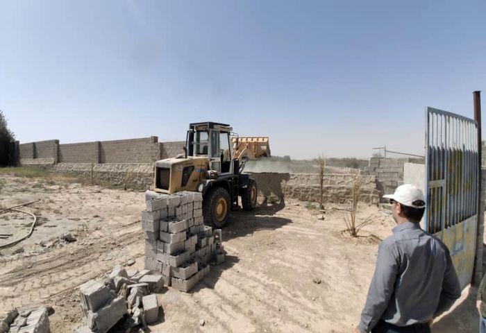تخریب ساخت و سازهای غیرمجاز در بستر رودخانه مارون